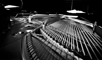 Carlos Ruiz - Piano Strings